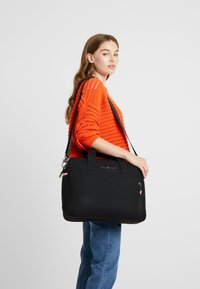 Tommy Hilfiger - ESSENTIAL COMPUTER BAG - Aktovka - black - 6