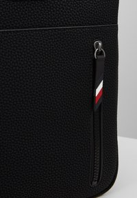 Tommy Hilfiger - ESSENTIAL COMPUTER BAG - Aktovka - black - 5