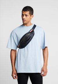 Tommy Hilfiger - ELEVATED NYLON  - Skulderveske - blue - 1