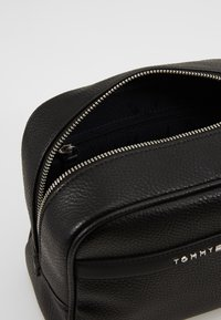 Tommy Hilfiger - DOWNTOWN WASHBAG - Wash bag - black - 5