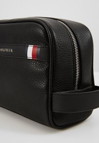 Tommy Hilfiger - DOWNTOWN WASHBAG - Wash bag - black - 2