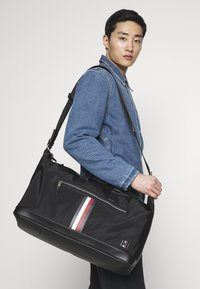 Tommy Hilfiger - CLEAN DUFFLE - Weekendtas - black