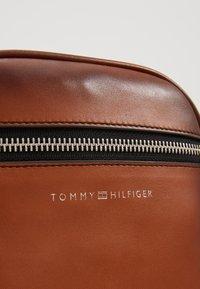Tommy Hilfiger - CASUAL MINI REPORTER - Umhängetasche - brown - 6