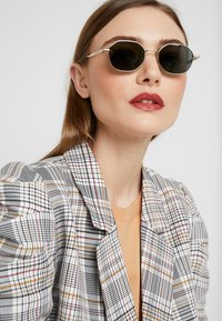 Tommy Hilfiger - Sunglasses - gold - 2