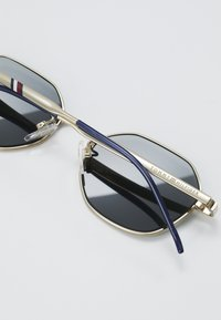 Tommy Hilfiger - Sunglasses - gold - 4