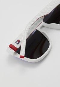 Tommy Hilfiger - Sluneční brýle - white/red - 4