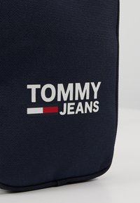 Tommy Jeans - COOL CITY COMPACT - Axelremsväska - blue - 7