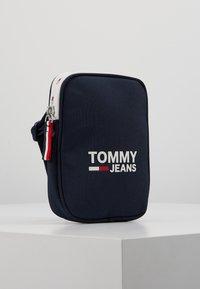 Tommy Jeans - COOL CITY COMPACT - Axelremsväska - blue - 3