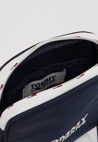 Tommy Jeans - COOL CITY COMPACT - Axelremsväska - blue - 4