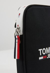 Tommy Jeans - COOL CITY COMPACT - Across body bag - black - 7