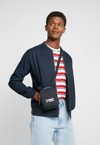Tommy Jeans - COOL CITY COMPACT - Across body bag - black - 1