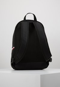 Tommy Hilfiger - ESSENTIAL BACKPACK - Tagesrucksack - black - 2