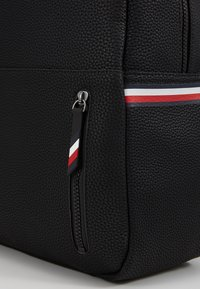 Tommy Hilfiger - ESSENTIAL BACKPACK - Tagesrucksack - black - 7