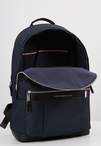 Tommy Hilfiger - ELEVATED BACKPACK - Rucksack - blue - 3