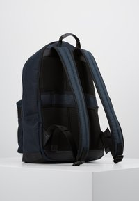 Tommy Hilfiger - ELEVATED BACKPACK - Rucksack - blue - 2
