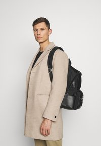 Tommy Hilfiger - CLEAN BACKPACK - Sac à dos - black - 1