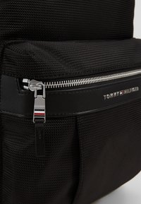 Tommy Hilfiger - ELEVATED BACKPACK - Rucksack - black - 2