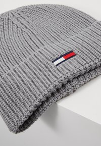 Tommy Jeans - BASIC FLAG BEANIE - Czapka - grey - 5