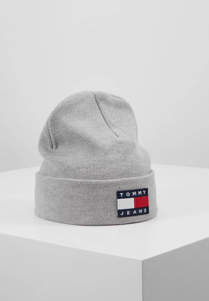 Tommy Jeans - HERITAGE FLAG BEANIE - Mütze - grey