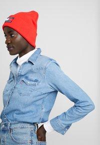 Tommy Jeans - HERITAGE FLAG BEANIE - Bonnet - red - 3