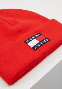Tommy Jeans - HERITAGE FLAG BEANIE - Bonnet - red - 5