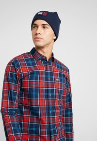 Tommy Jeans - HERITAGE FLAG BEANIE - Beanie - blue - 1