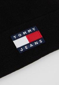 Tommy Jeans - HERITAGE FLAG BEANIE - Pipo - black - 5