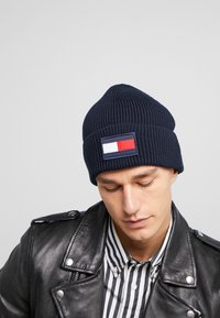 Tommy Hilfiger - BIG FLAG BEANIE - Huer - blue - 1