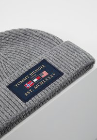 Tommy Hilfiger - OUTDOORS PATCH BEANIE - Bonnet - grey - 5