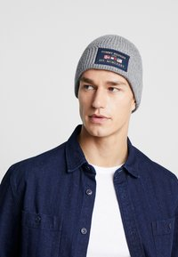 Tommy Hilfiger - OUTDOORS PATCH BEANIE - Bonnet - grey - 1