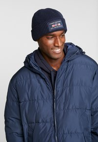 Tommy Hilfiger - OUTDOORS PATCH BEANIE - Pipo - blue - 1
