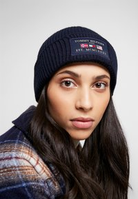 Tommy Hilfiger - OUTDOORS PATCH BEANIE - Pipo - blue - 4