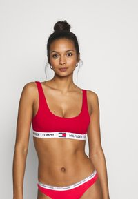 Tommy Hilfiger - BRALETTE - Topp - tango red - 0