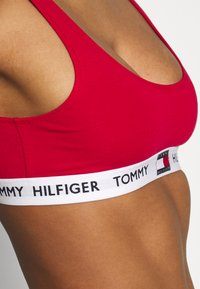 Tommy Hilfiger - BRALETTE - Topp - tango red - 5