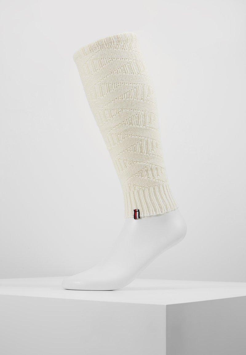 Tommy Hilfiger - WOMEN LEG WARMERS - Pletené návleky na lýtka - off white