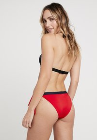 Tommy Hilfiger - CORE SOLID LOGO CHEEKY SIDE TIE - Bikinibroekje - tango red - 2