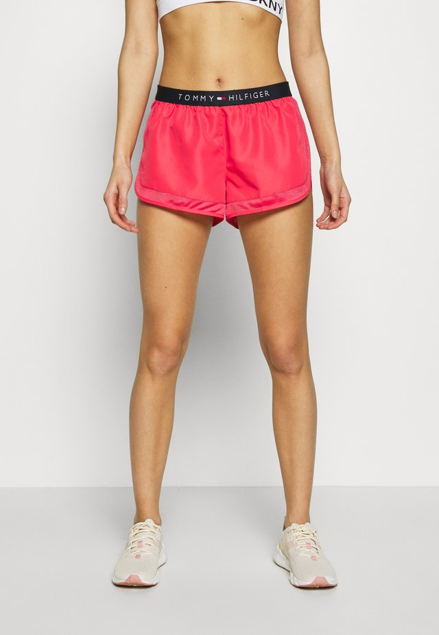 CORE SOLID LOGO LIGHTWEIGHT RUNNER - Shorts - laser pink