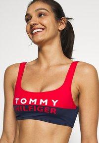 Tommy Hilfiger - BOLD BRALETTE - Top de bikini - red glare - 4