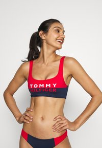 Tommy Hilfiger - BOLD BRALETTE - Top de bikini - red glare - 0