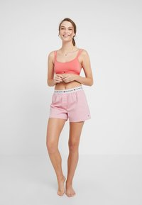 Tommy Hilfiger - AUTHENTIC SHORT - Nattøj bukser - rose of sharon - 1