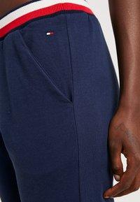 Tommy Hilfiger - MODERN STRIPE PANT - Pyjamabroek - navy blazer - 4