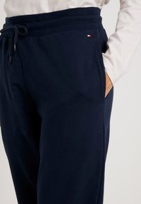 Tommy Hilfiger - ORIGINAL TRACK PANT - Pyjamasbukse - navy blazer - 4