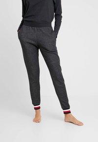Tommy Hilfiger - MODERN STRIPE TRACK PANT - Pyjamasbukse - dark grey - 0
