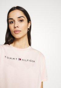 Tommy Hilfiger - ORIGINAL DRESS  - Nightie - pale blush - 4