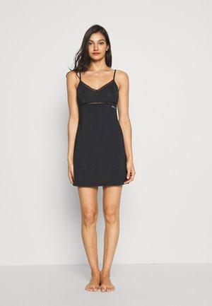 TAILORED COMFORT STRAPPY DRESS - Negligé - black