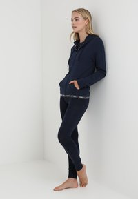 Tommy Hilfiger - HOODY - Pyjamashirt - blue - 1