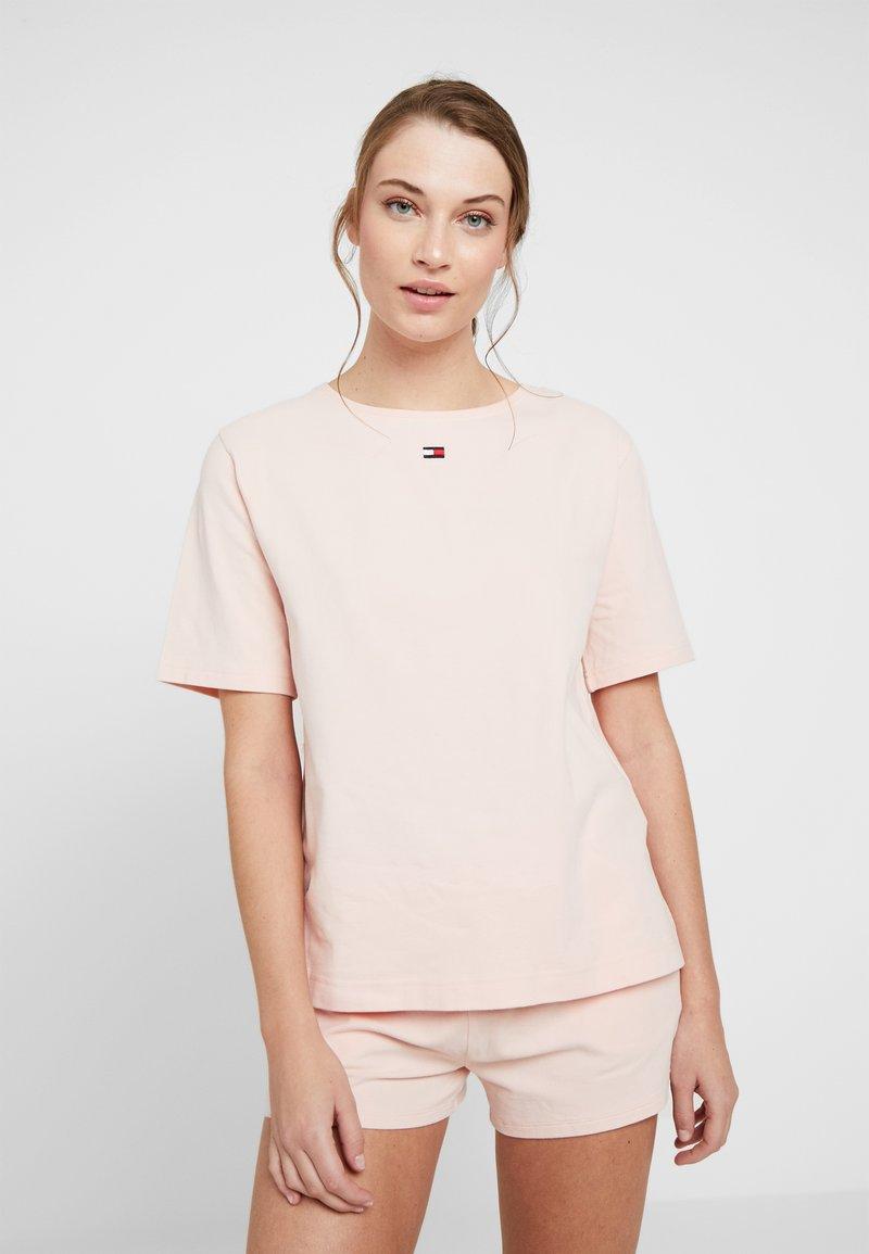 Tommy Hilfiger - TEE HALF - Nachtwäsche Shirt - pale blush