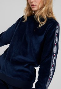 Tommy Hilfiger - AUTHENTIC - Pyjamasoverdel - navy blazer - 3
