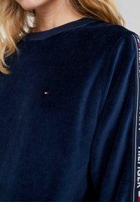 Tommy Hilfiger - AUTHENTIC - Pyjamasoverdel - navy blazer - 6