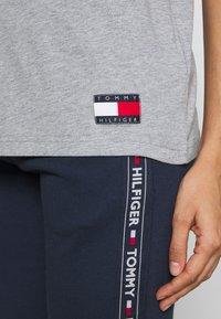 Tommy Hilfiger - TEE LOGO - Camiseta de pijama - grey heather - 4
